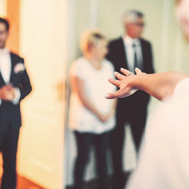 #follows #followme WEDDING season is HERE! 💓 . . . . .  #instalove #couple #wedding #wesele #love #slubnaglowie #bride #fotografslubny #weddingphotography #fotografiaslubna #slub2018 #slubneinspiracje #weddinginspiration #slub #ślub #slub2019 #warszawa #instawedding #weddingphotographer #weddingphoto #photography #bridal #lookslikefilm #sesjaslubna #poland #zdjeciaslubne #slubnekadry #studiowiraszka