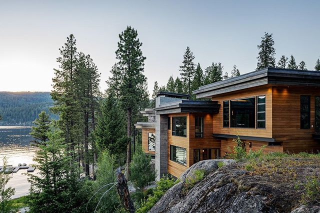 Weekend vibes😎🔥🌅. @mccalldesignplanning and the cliff house in #mccall #idaho. Happy Memorial Day Weekend! @bowerbird.io