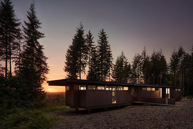 Sunsets for the win. 🌄. See if you can spot the dog 🐶 in the window. @maxon_house designed by @olsonkundig. Beautiful setting in the forest. #architecture #architecturephotography