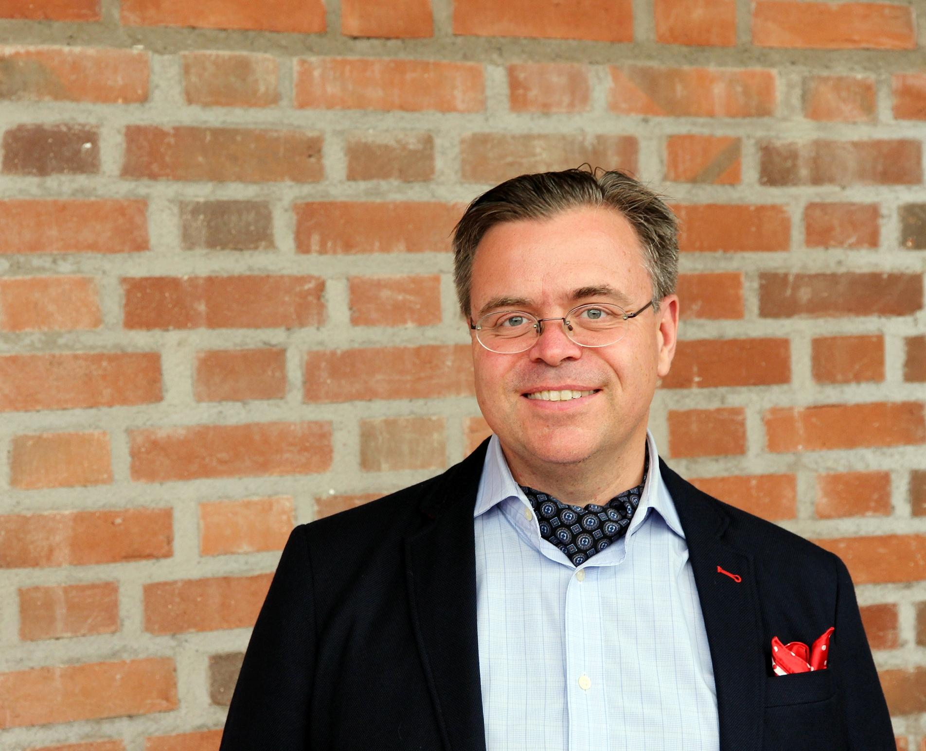 Dr. Andreas Önnerfors