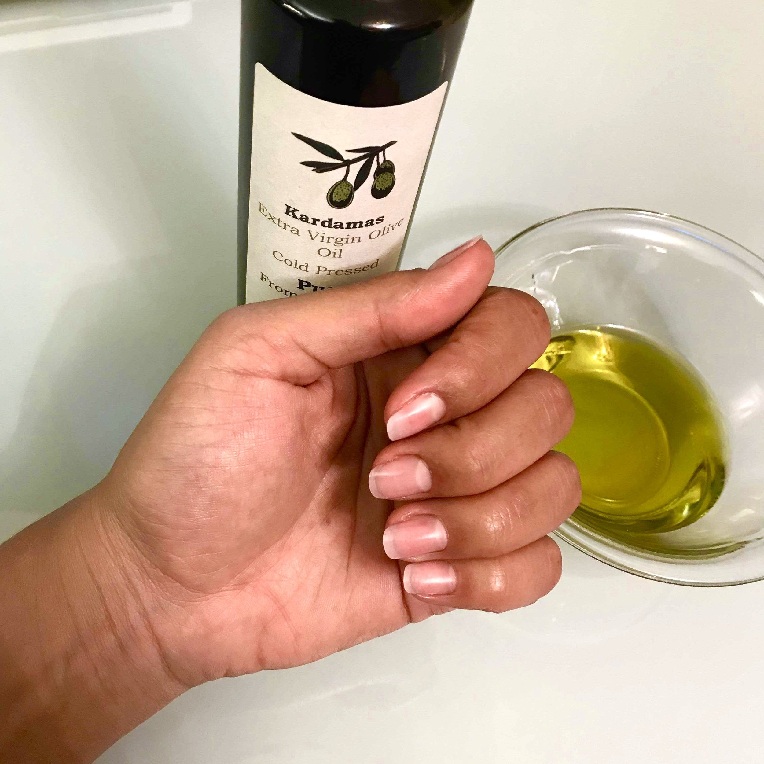 diy-extra-virgin-olive-oil-nail-treatment-min.jpeg