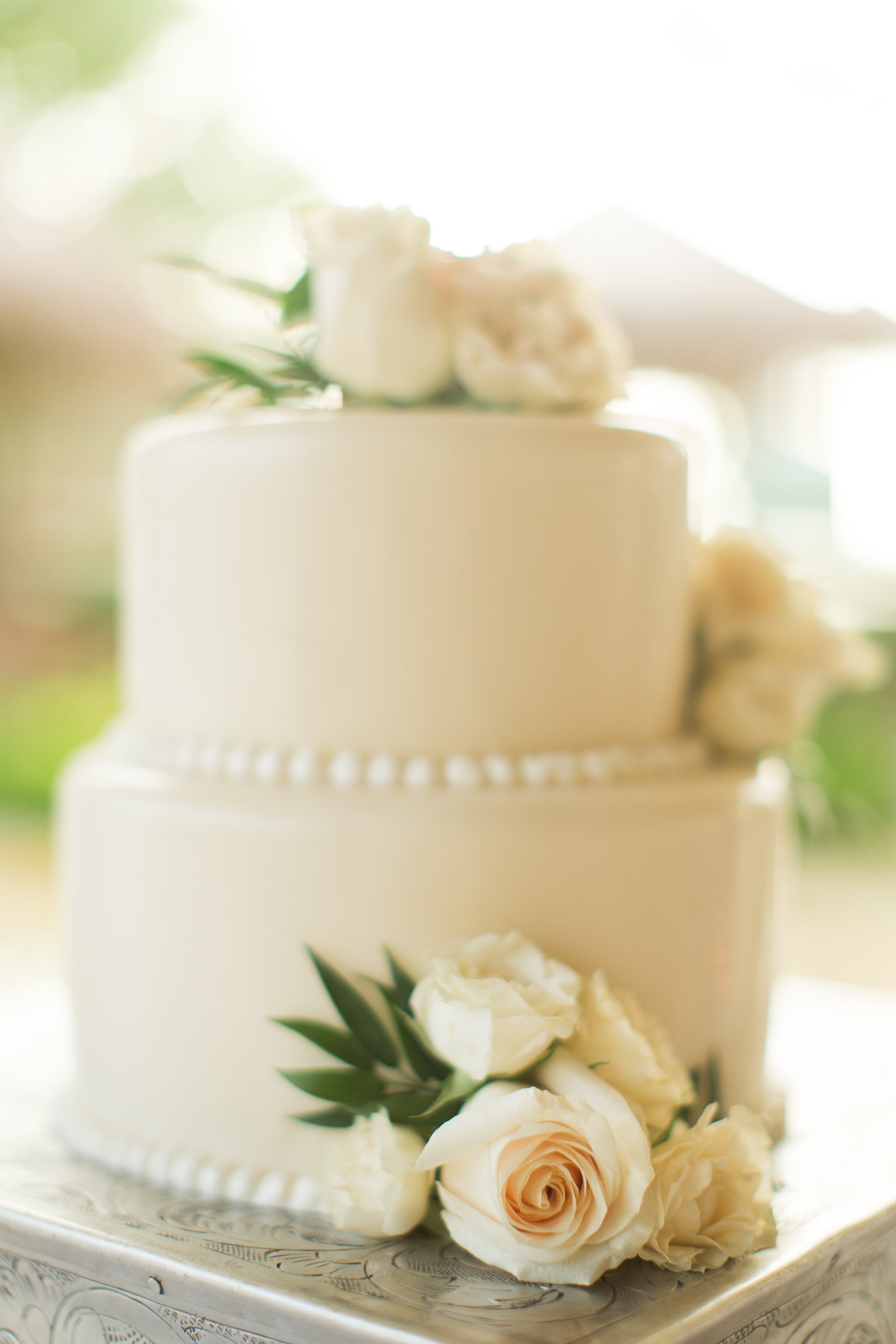 Simple and Classic Wedding Cake