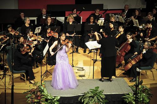 Betty Zhou performing theSarasate Zigunerweisen