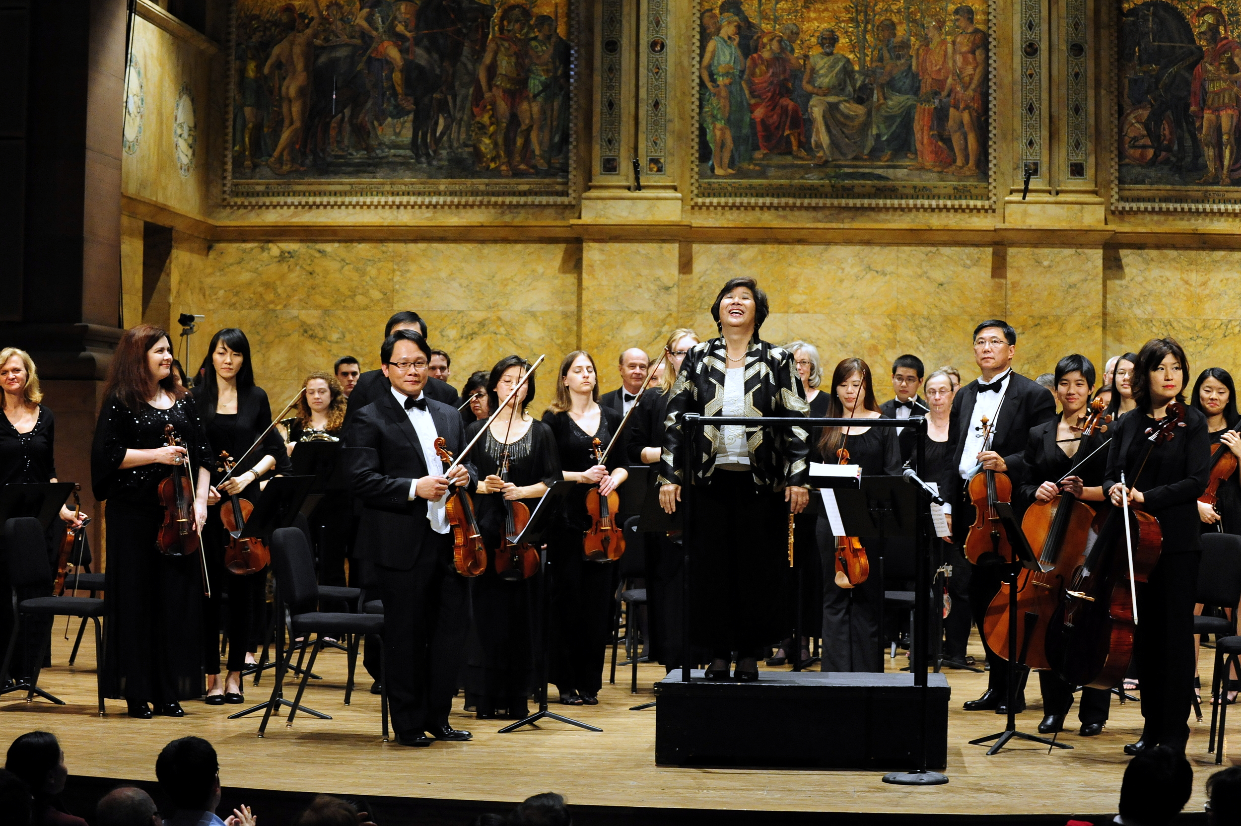 Maestra Lin and the orchestra take abow