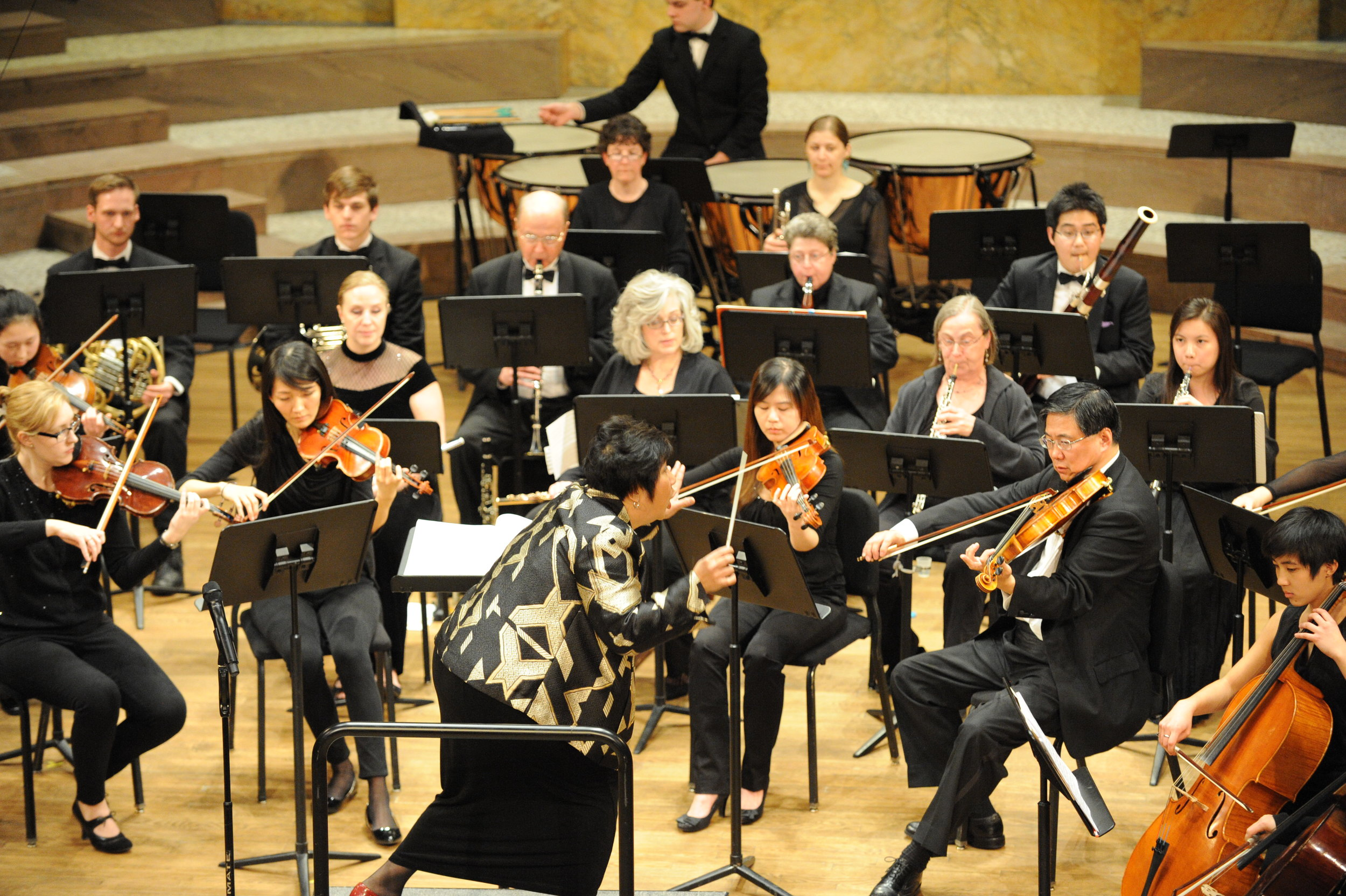 Maestra Lin leads the orchestra in a powerful Beethoven Symphony No. 7