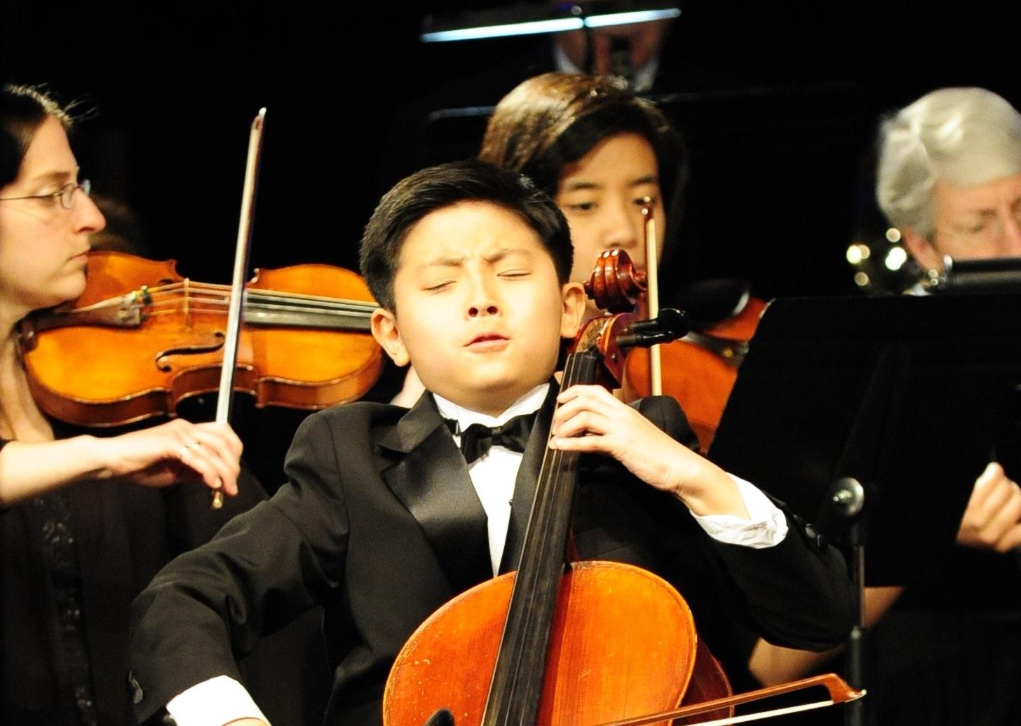 Noah Lee Performing - 3.JPG