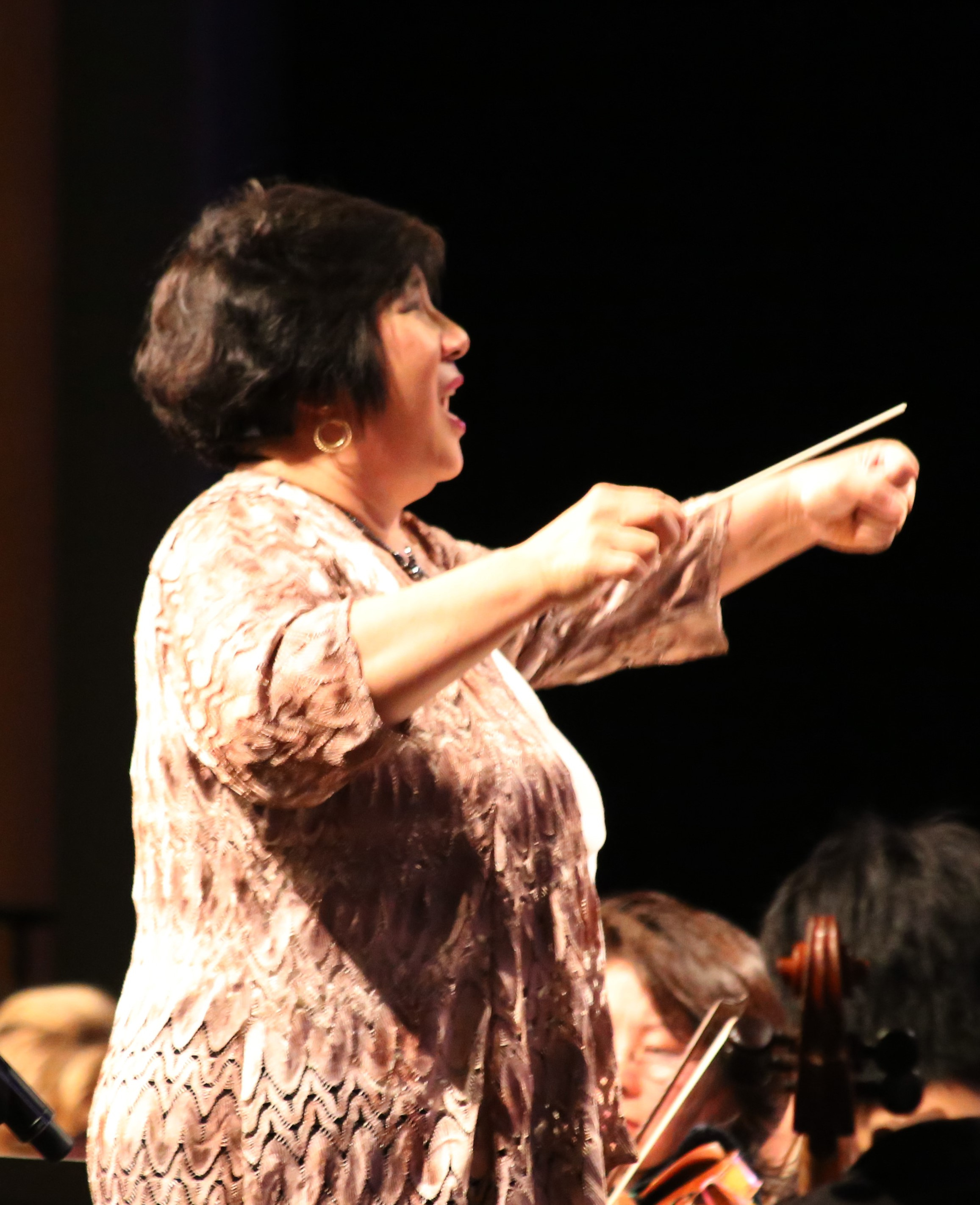 Maestra Lin conducting the Tchaikovsky 1812 Overture
