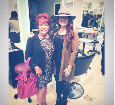 What a great night of beauty for the women in the Chrysalis Program at LMG Studio 💛💛💛 This is Diana. She reminds me a lot of another woman with the same name. She's a truck driver and a grandmom. 💪💪💪 #changelives #Chrysalis #LA #santamonica Thank you for having me!
