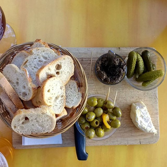 This is happy hour in Lyon. Olives, cornichon, tapenade, fromage et pain, boucoup pain!!! Santé!  #foodporn #foodie #instafood #instagood #forkyeah #newforkcity #eatingnyc #nomnom #burmesefood #foodandwine #saveur #burmanoodlebar #Brooklyn #nyc#catered #lunch #catering #manhattan #homecooking #lyon #vegetarian #france #happyhour