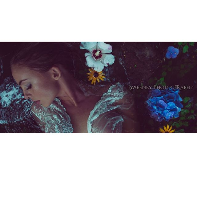 🌺| @emmakotos | SweeneyPhotography.net | #sony #sonya7sii #vintage #vintagelenses #vintagelens #naturallight #availablelight #pratical #elegant #model #beauty #FilmBurn #FilmGrain #Film #Filmcamera #LensFlare #Raw #Photoshop #RGB #Color #Colors #Bright #colors #vibrance #saturation #mua #makeupartist #photoshop #creativeedit
