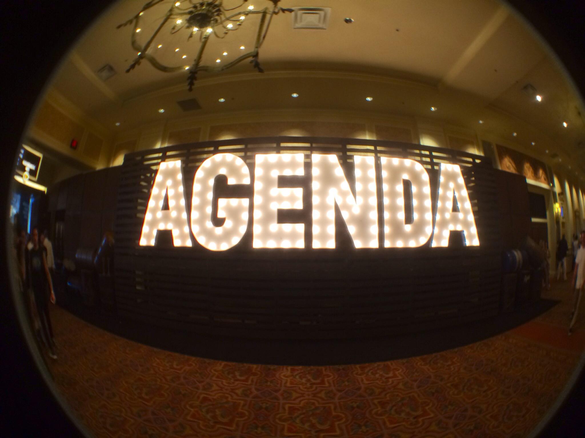 Agenda Show Entrance