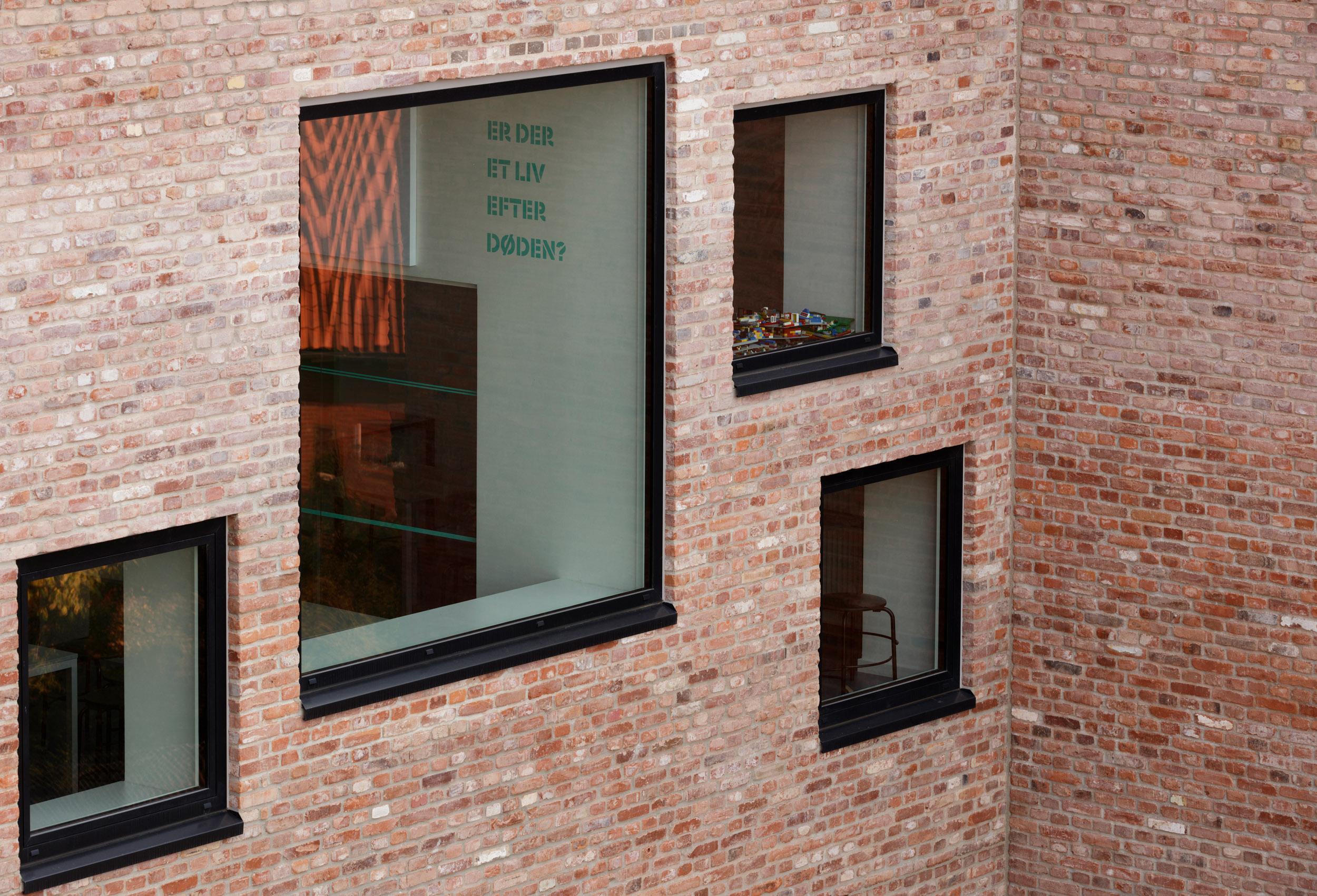 HLA_Frederiksbjerg_Skole_Wayfinding_022.jpg