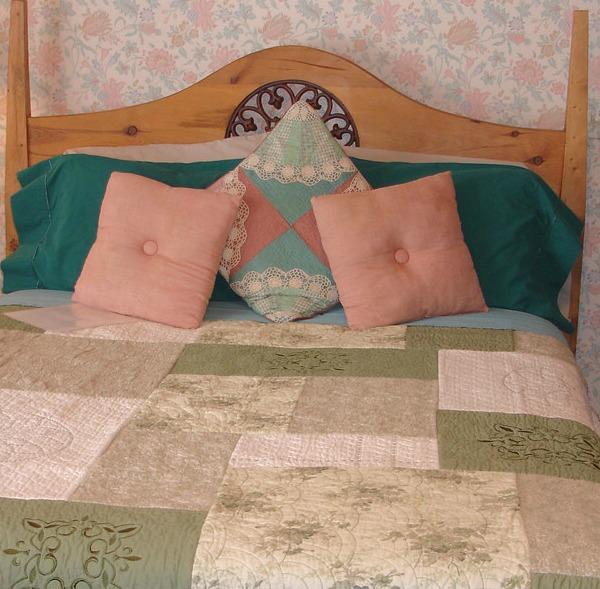 Garden Room Queen sized bed