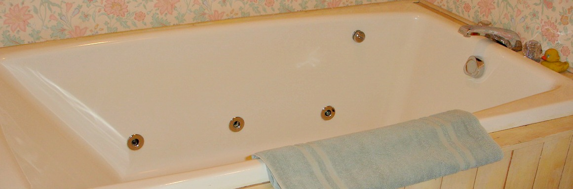 Garden Room two-person whirlpool tub