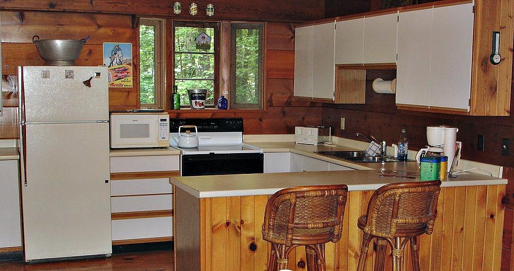 Full size kitchen in Dusty's Cabin