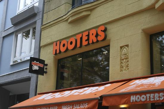 I joined the six o'clock commuters for oyster shooters at the Hooters.