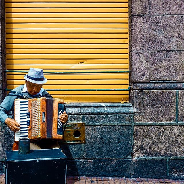 I think he's jamming out to that new 2 Chainz Quito, Ecuador 2019....#streetphotography #fujifilm #quito #ecuador🇪🇨 #travel #travelphotography