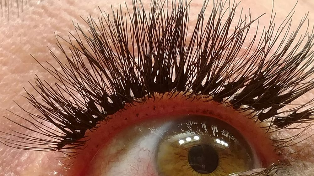 3d2ef35c014 7 signs of a bad lash job — Artists + Salon