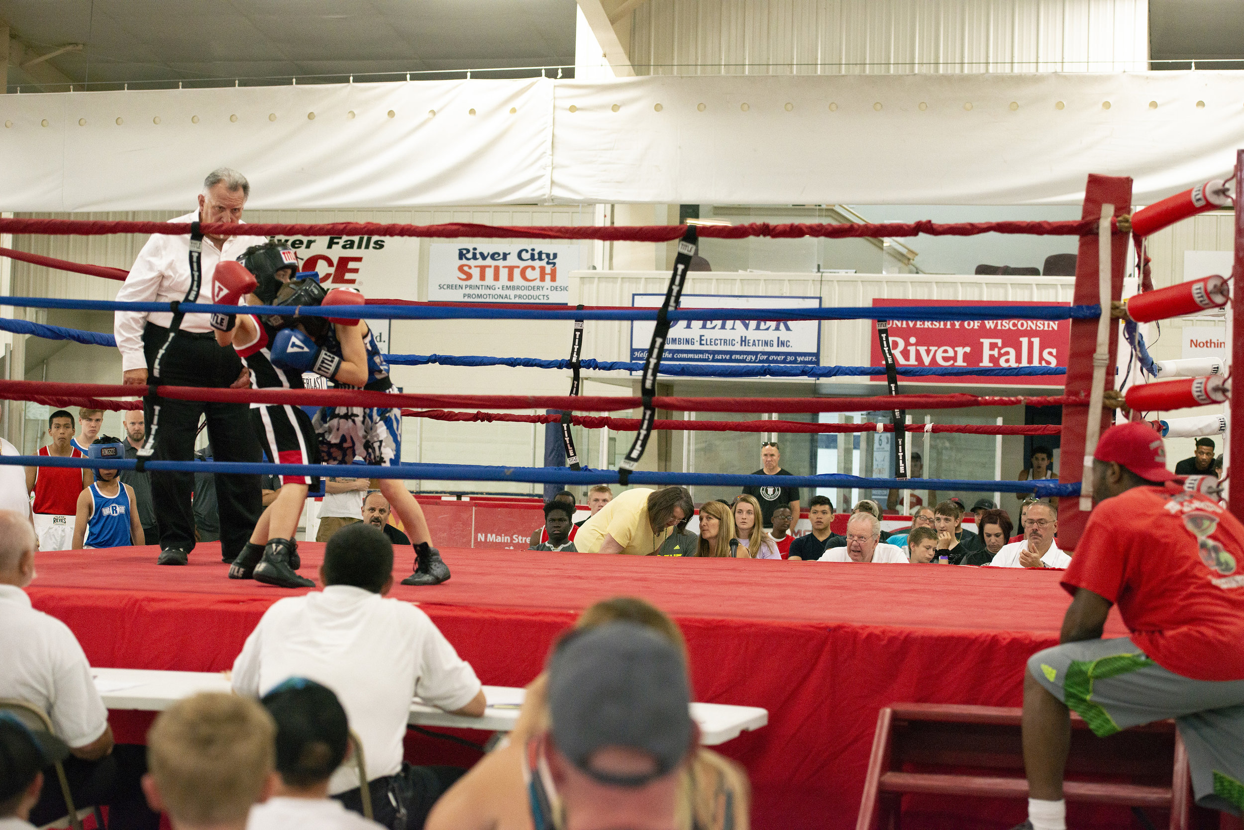 Boxing_Show3_Reverie_photography_Peek-a-Boo_Boxing_Gym_River Falls.jpg