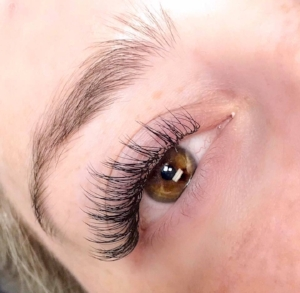 Lashes by Senior Artist Kelly. Book her at Middletown.