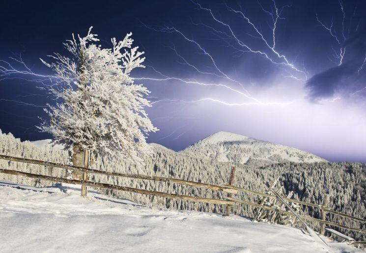 snow lightning-.jpg