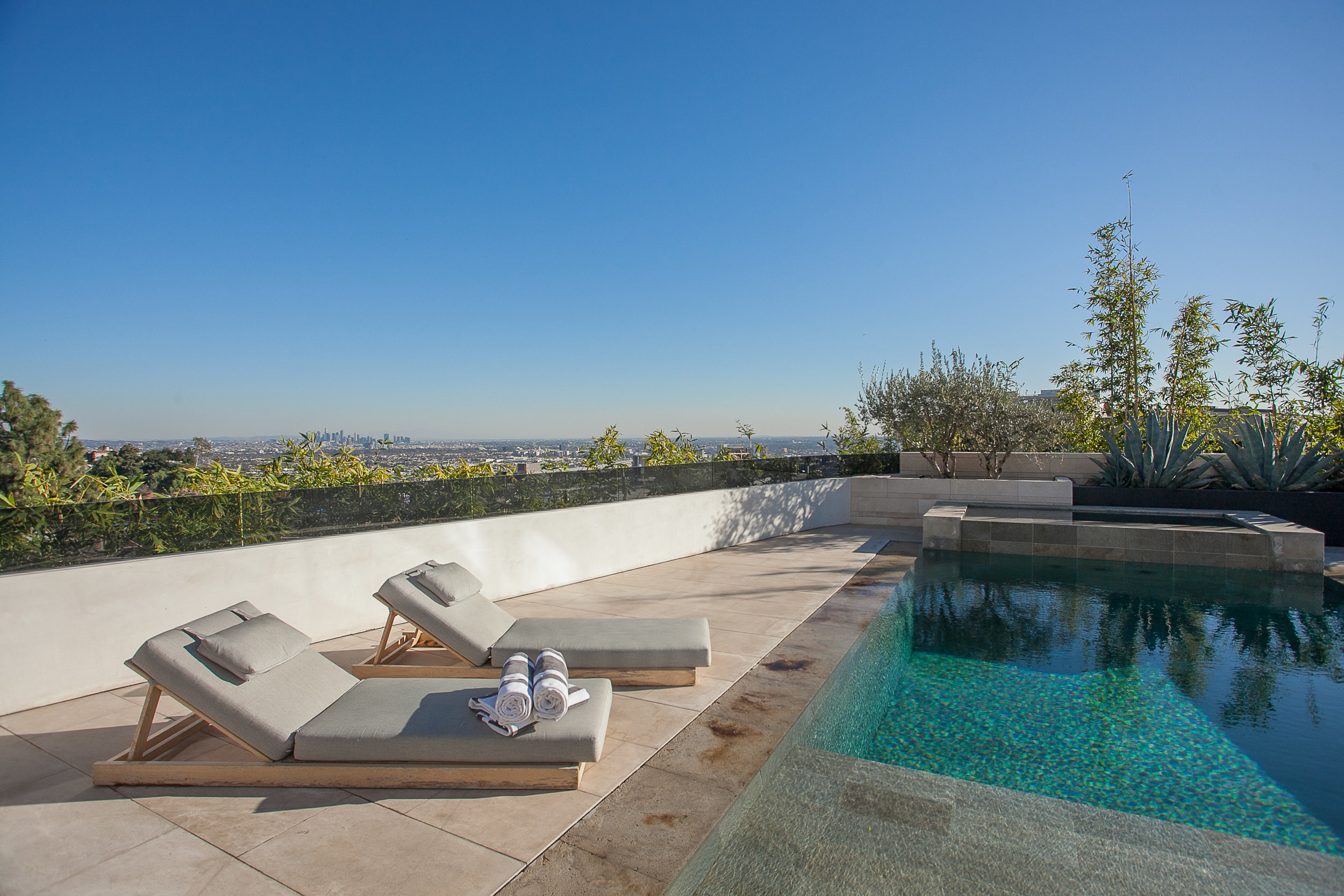 9393 Sierra Mar Dr, Los Angeles_HI RES-17.jpg