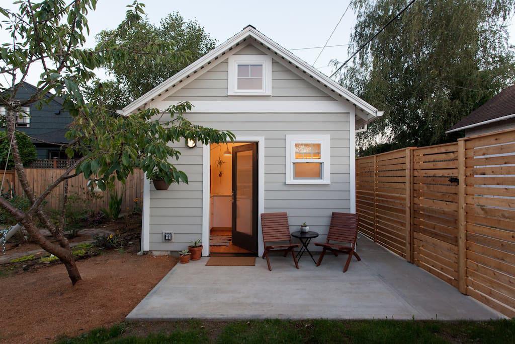 Charming-Backyard-Tiny-House.jpg