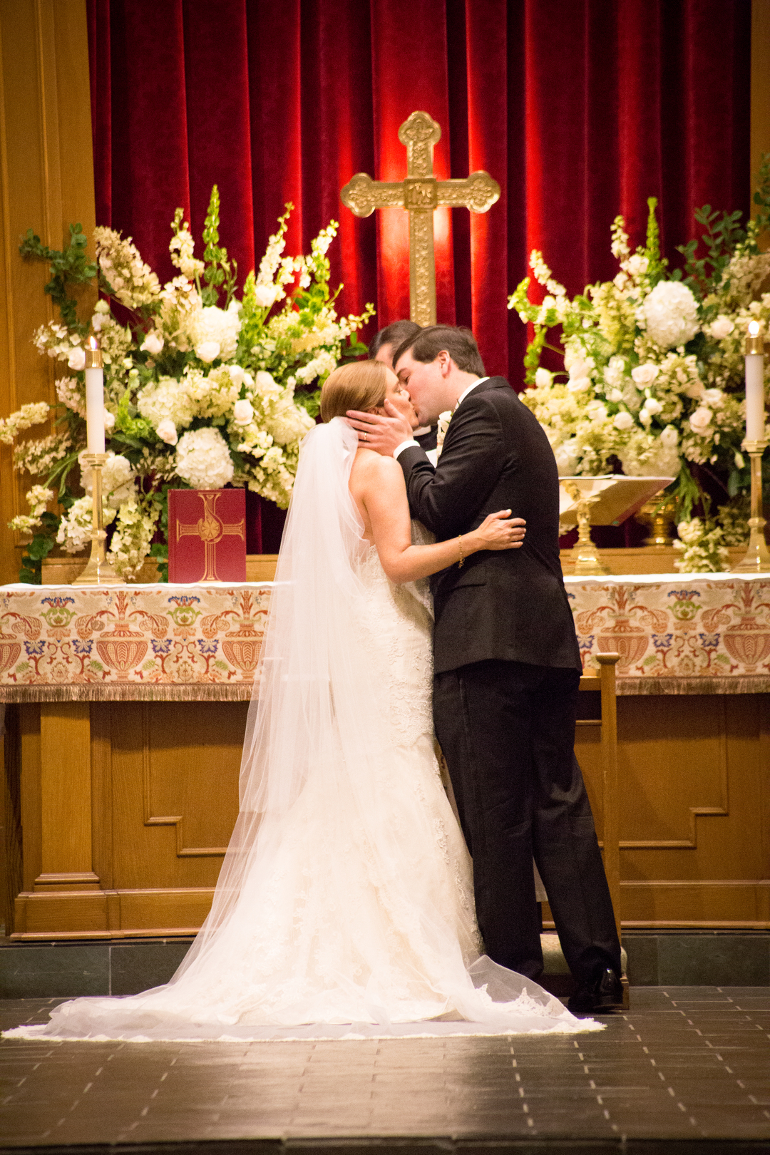 alabama church wedding first kiss
