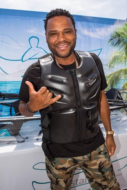 Anthony Anderson checked out the completely transparent kayak canoe by Crystal Kayak at the GBK pre-MTV gifting lounge.