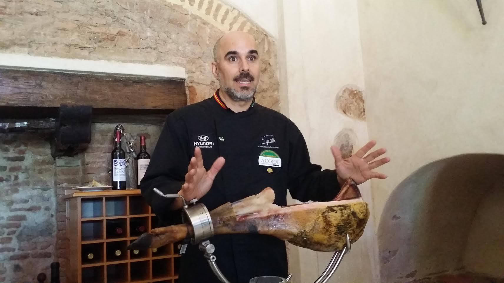A Lesson on How to Properly Slice The Jamon!
