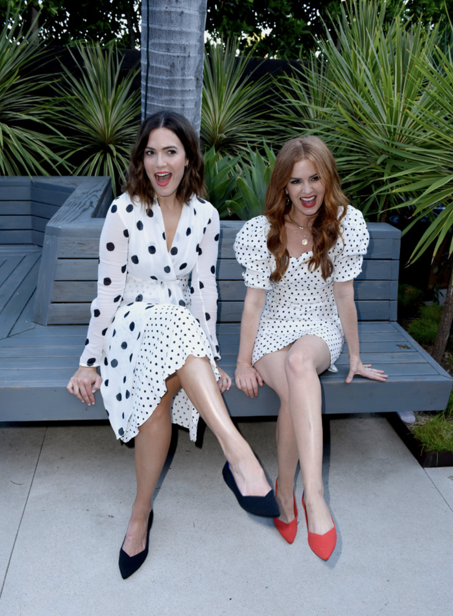 L-R) Mandy Moore and isla Fisher attend the Rothy's Conscious Cocktails event at a private residence on August 20, 2019 in Los Angeles, California. (Photo by Vivien Killilea/Getty Images for Rothy's)
