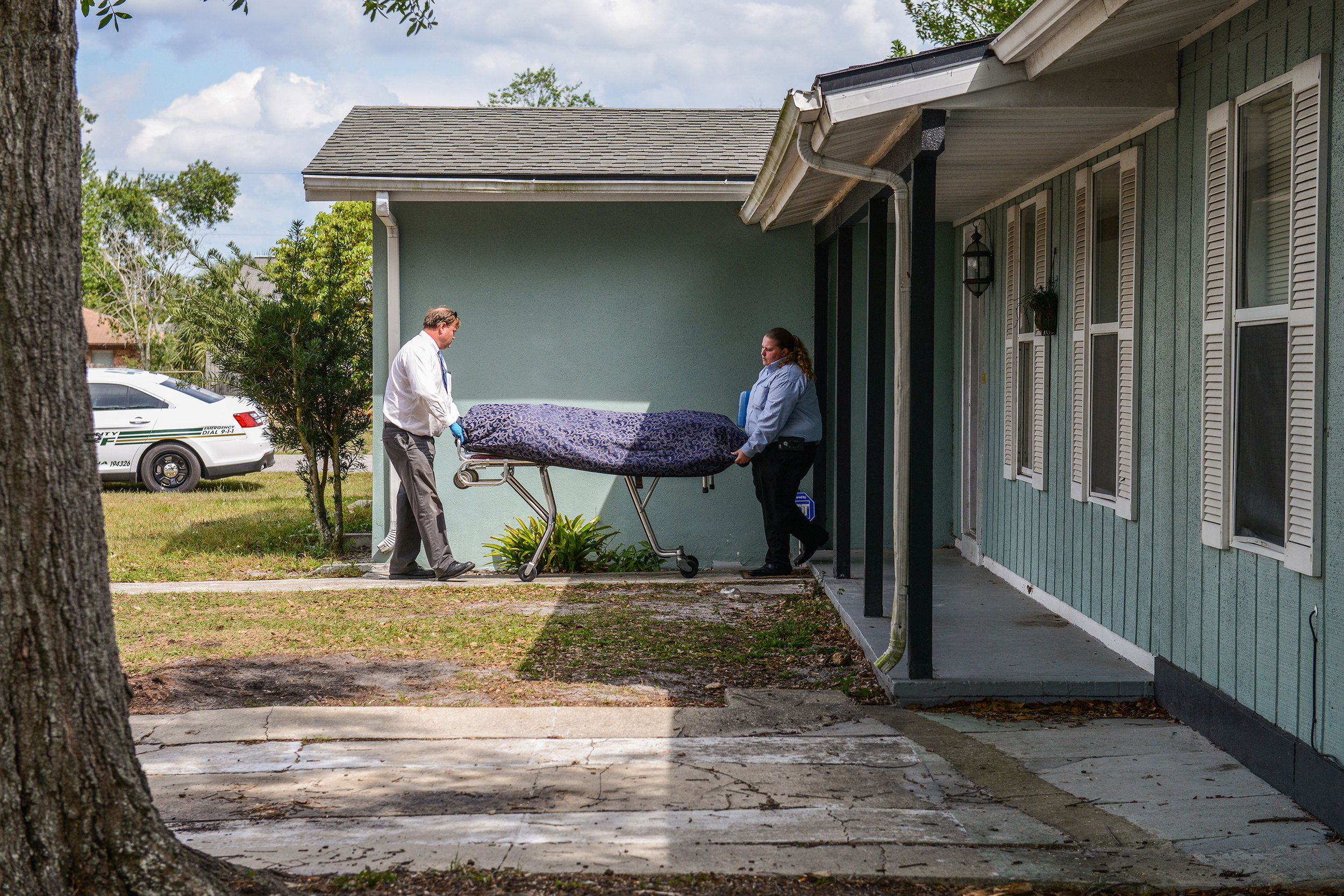 """Medical examiners remove Brian Jett's body from his girlfriend's rental home. His girlfriend, Tamara Hernandez, found Jett lying face down on a bathroom floor when she awoke. Jett, 32, was known to use heroin and meth, Volusia County Sheriff's Office Detective Sgt. Kyle McDaniel said, and the pair had purchased """"a mixture of drugs"""" the previous evening. Deltona on Monday, April 2, 2018."""