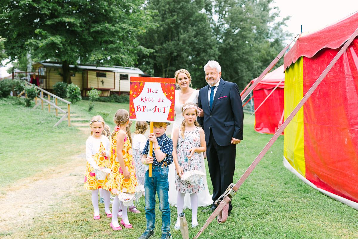 Hochzeitsfotograf Le Hai Linh Koeln Duesseldorf Bonn Zirkushochzeit Vintagehochzeit Sommerhochzeit 051.jpg