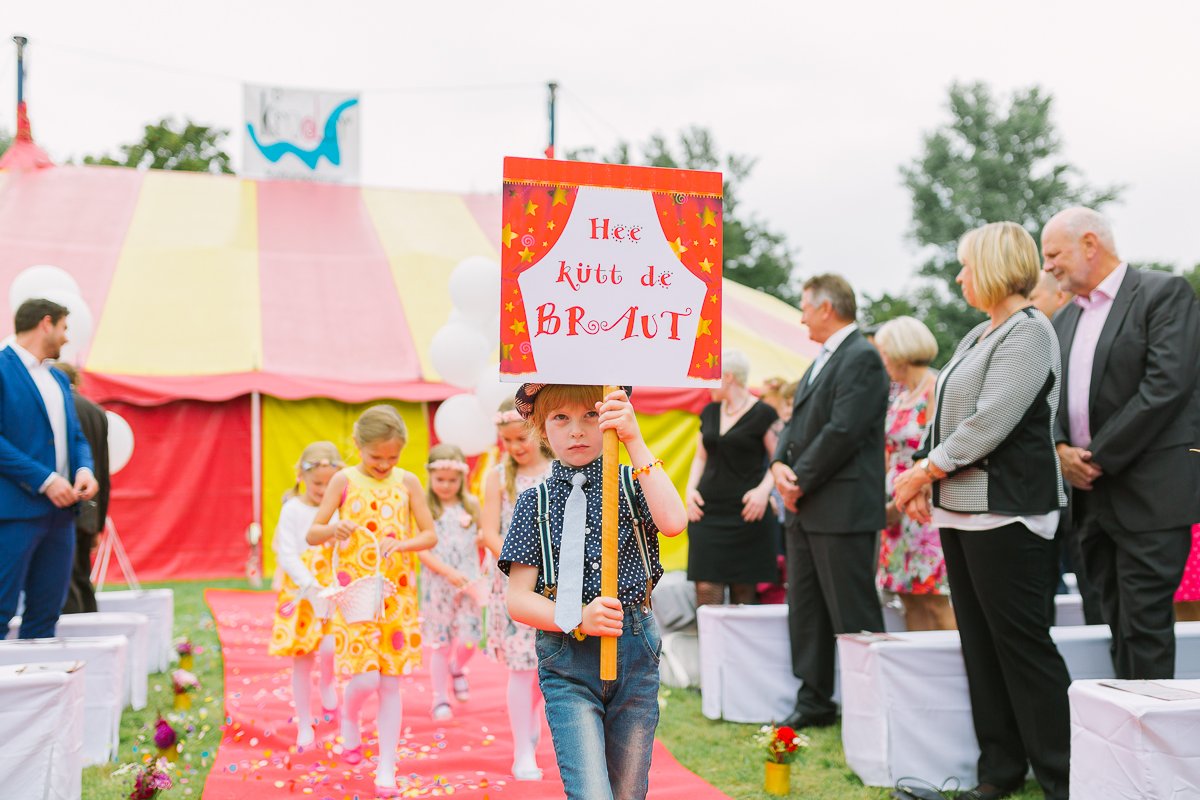 Hochzeitsfotograf Le Hai Linh Koeln Duesseldorf Bonn Zirkushochzeit Vintagehochzeit Sommerhochzeit 053.jpg