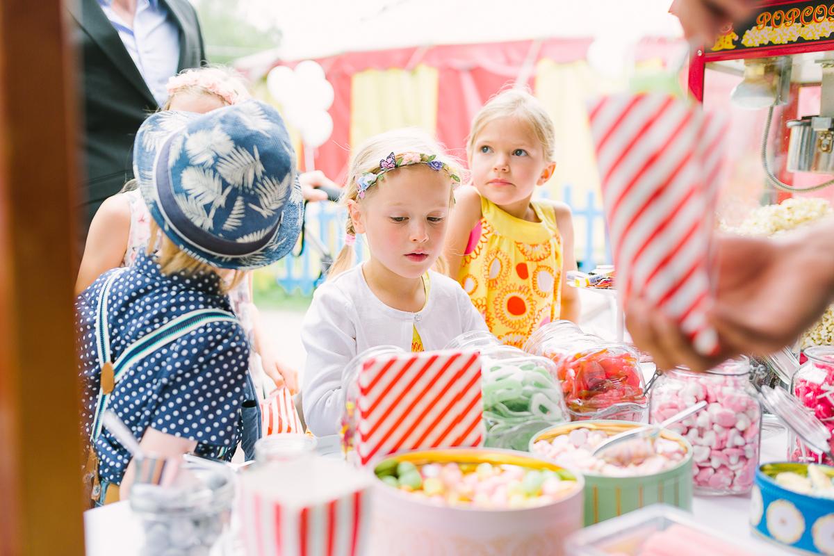 Hochzeitsfotograf Le Hai Linh Koeln Duesseldorf Bonn Zirkushochzeit Vintagehochzeit Sommerhochzeit 089.jpg