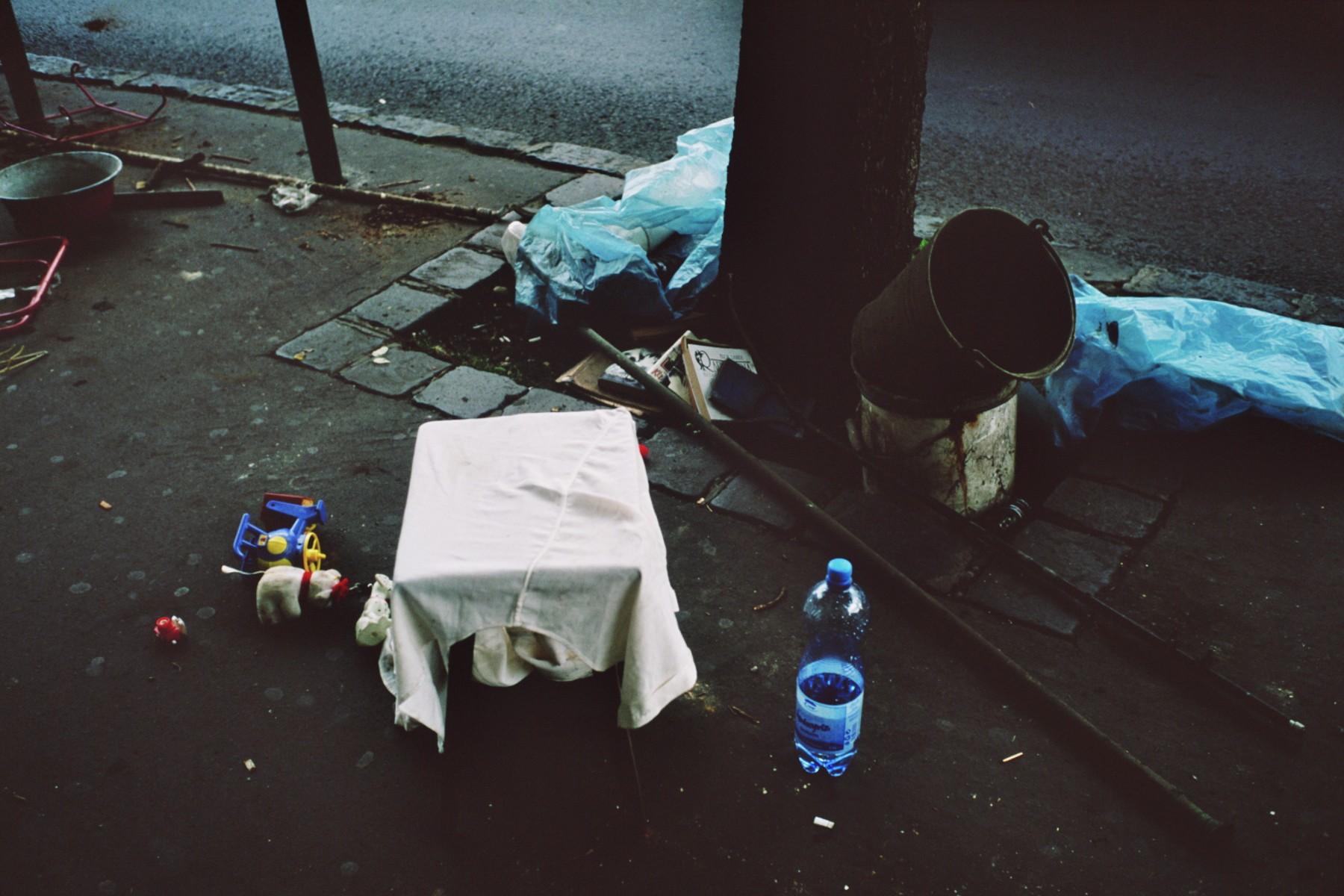 Table, Bucarest, photographie argentique, 2011