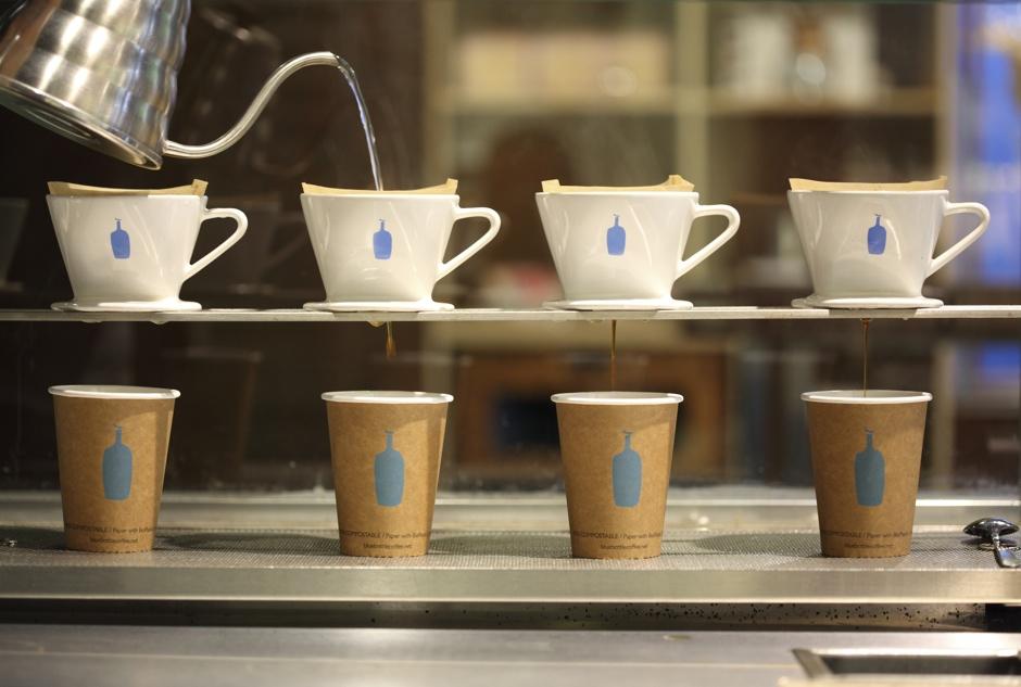 "<p><strong>Blue Bottle Coffee</strong><a href=""https://www.bluebottlecoffee.com/""target=""_blank"">→</a></p>"
