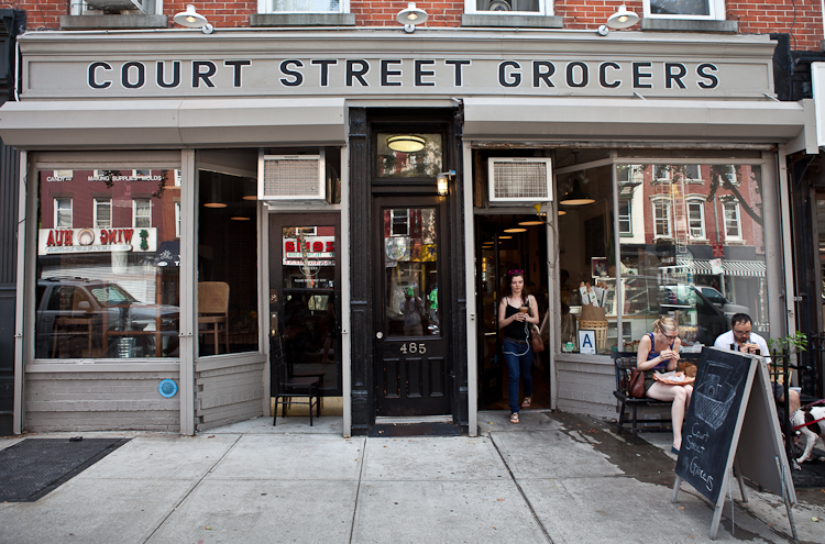 "<p><strong>Court Street Grocers</strong><a href=""http://www.courtstreetgrocers.com/""target=""_blank"">→</a></p>"