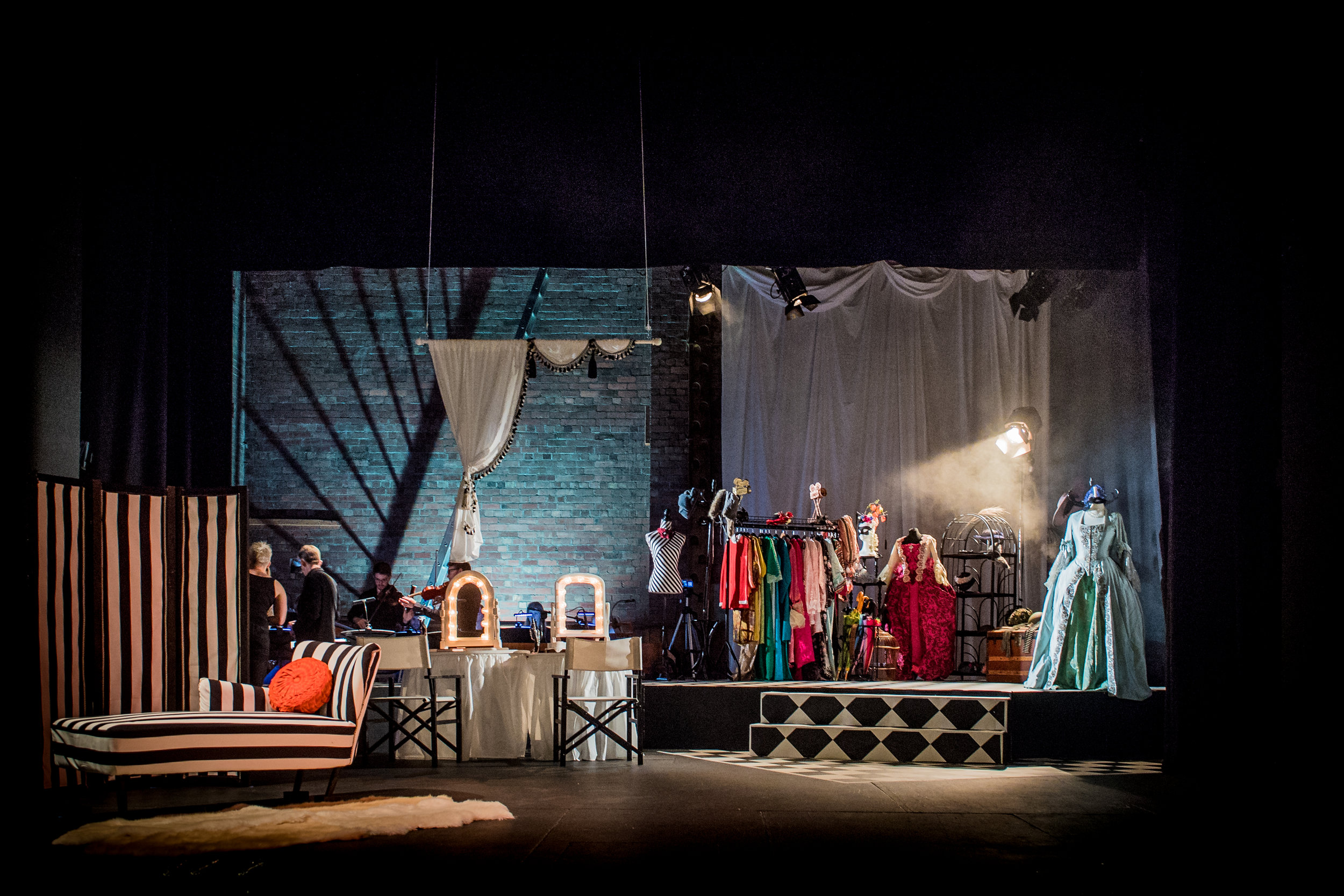 Cosí fan Tutte, Ryedale Festival Opera. Designer Laura Jane Stanfield, Lighting Designer Ben Pickersgill. Photo Robert Workman