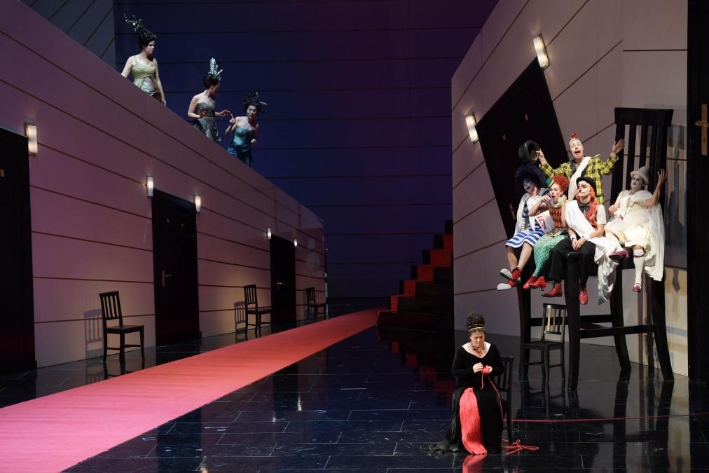 Ariadne auf Naxos, Oper Frankfurt. Director Brigitte Fassbaender, Revival Director Nina Brazier, Designer Johannes Leiacker. Photo Barbara Aumüller