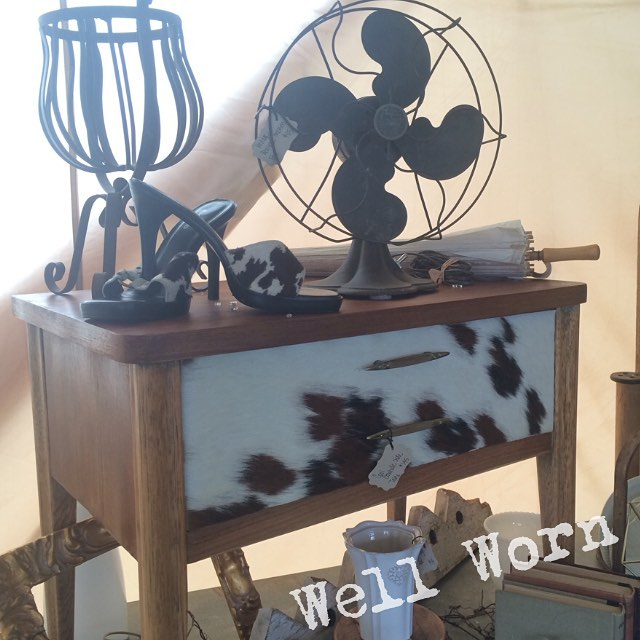 We love our little cowhide side table #cowgirlatheart #vintagecountryfleamarket #willowsCA