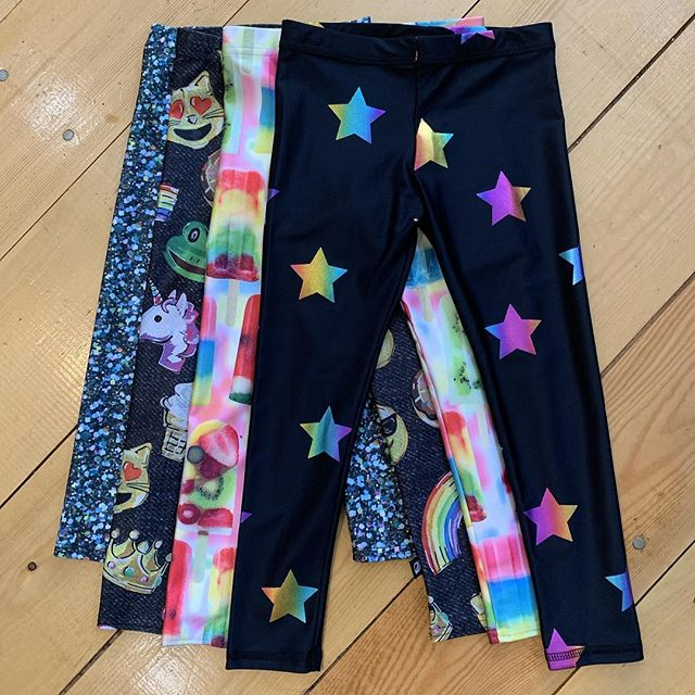 These awesome leggings are on our sale racks for $20 each! Normally 46.95 so it's a super good deal! 😀💕#terezleggings #sale #USAmade