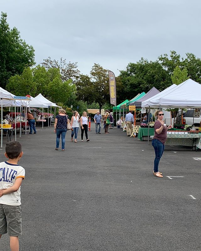 Yipppee!!🌼🥖🍗🍖🥦🍅🍒 farmers market first night 4 PM to 8 PM amazing fresh vegetables right here in downtown Oroville#lovewhereyoulive #eatfreshstuff #supportlocal