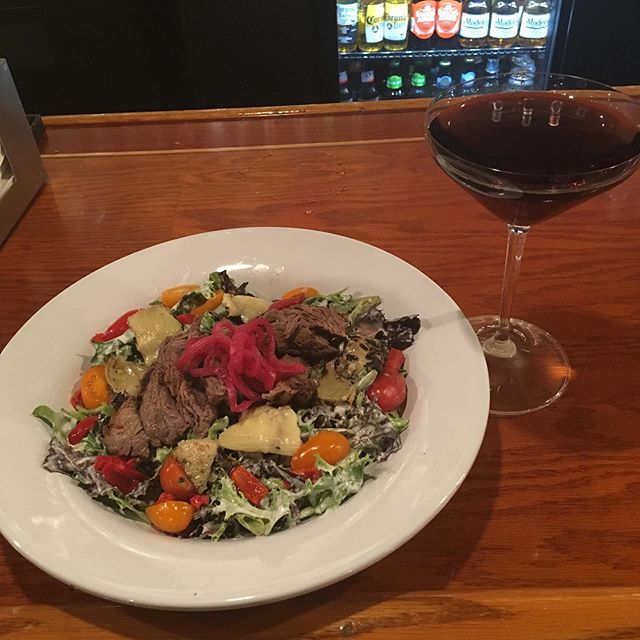 Good afternoon friends 🥗🍂😋 🍁🍺🍷Steak salad with a purple haze martini. #steaksalad #lunchwithafriend