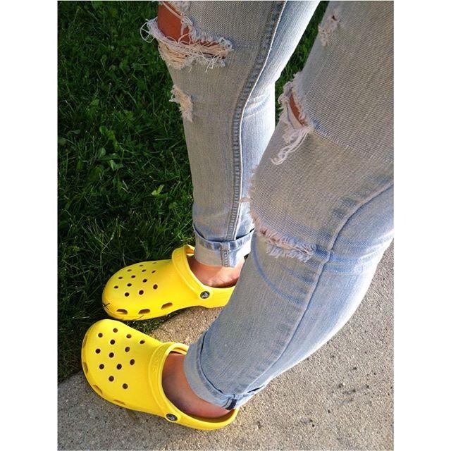 💛Just arrived!  Crocs in Lemon!  #crocs #yellowshoes #nelsonsfootwear