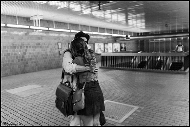 #archives. #tbt 2017 - #ajfergusphotography #streetphotography #midtown #subway #subway #couple #goodbye #newyorkcity #kiss #justgoshoot #candid #afs