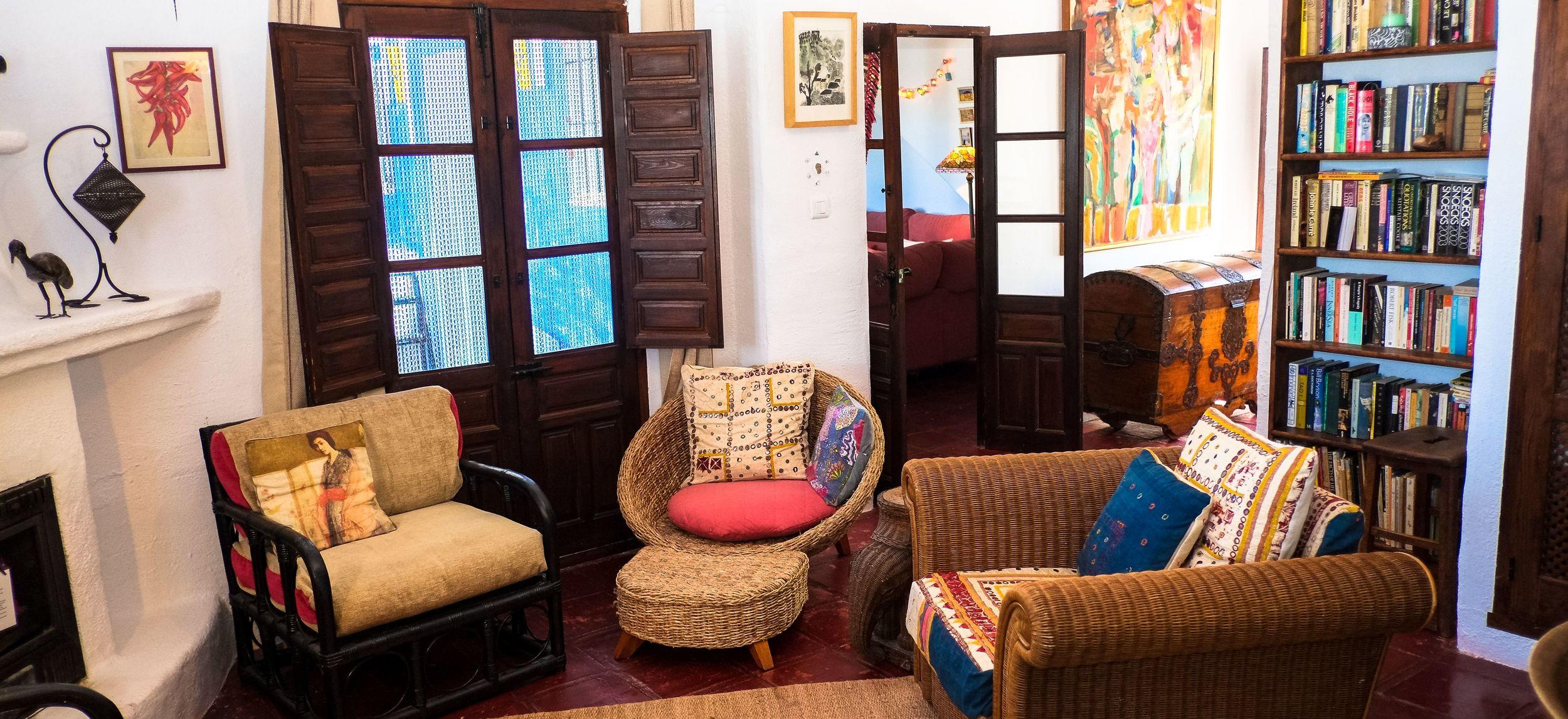 Villa Amapola lounge and library