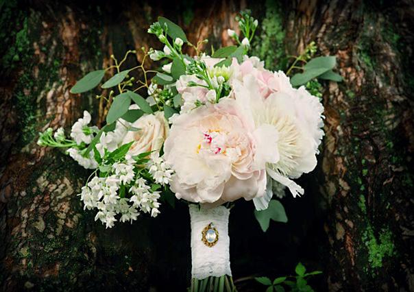 Vintage wedding bridal bouquet : Meg Messina Photography