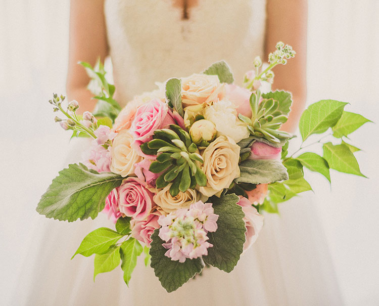 Summer Bridal Bouquet : Photo by xuliuphotography.com