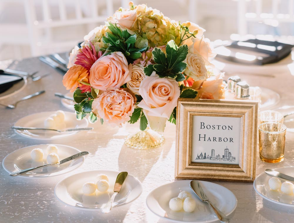 Peach & gold themed centerpieces : Jennifer Smith, Darling Photography